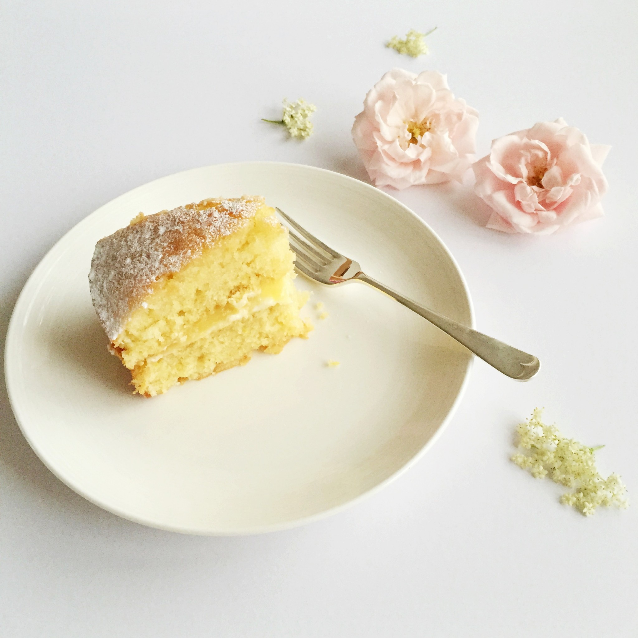 Lemon and elderflower drizzle cake | Hello! Hooray!