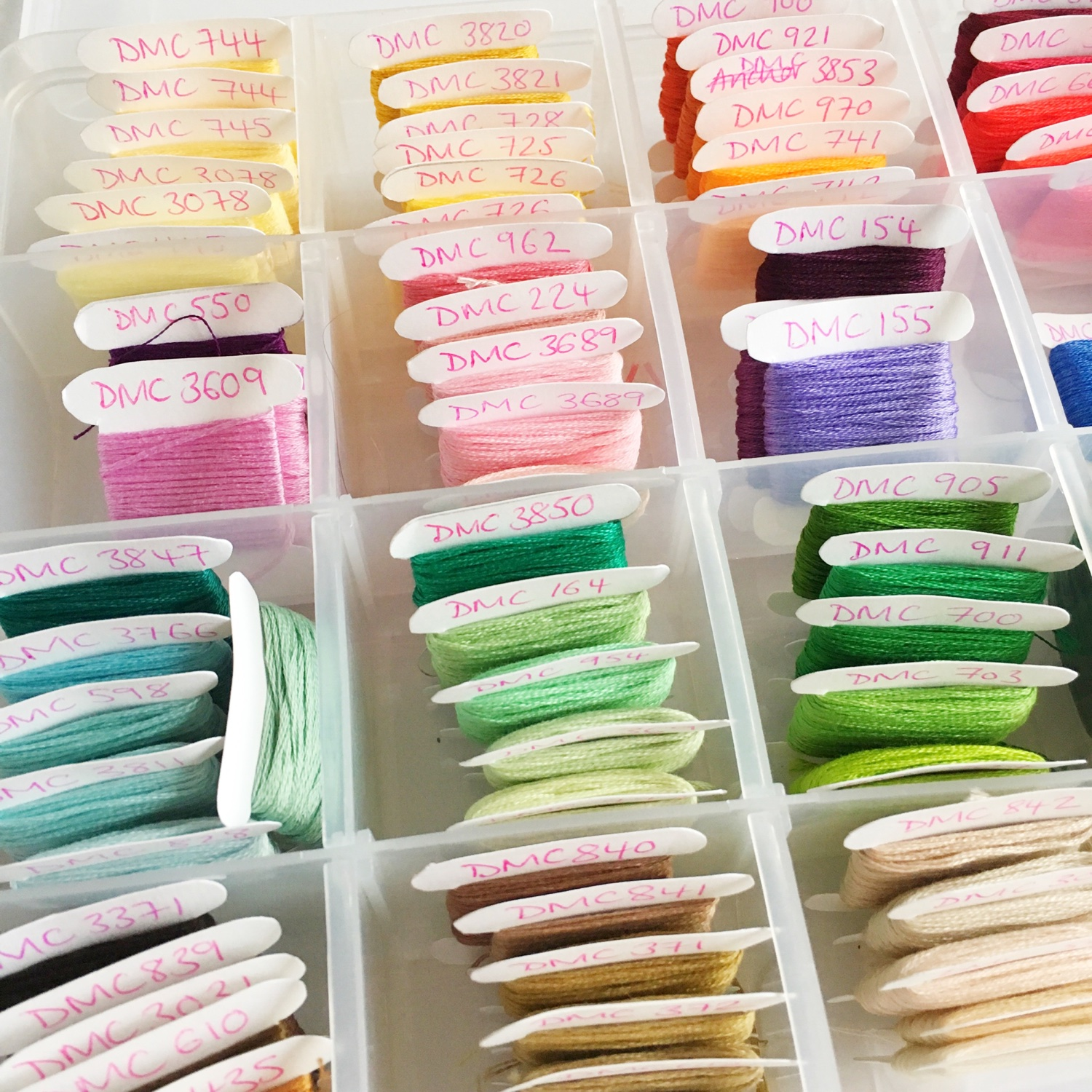 How I organise my embroidery threads | Hello! Hooray!