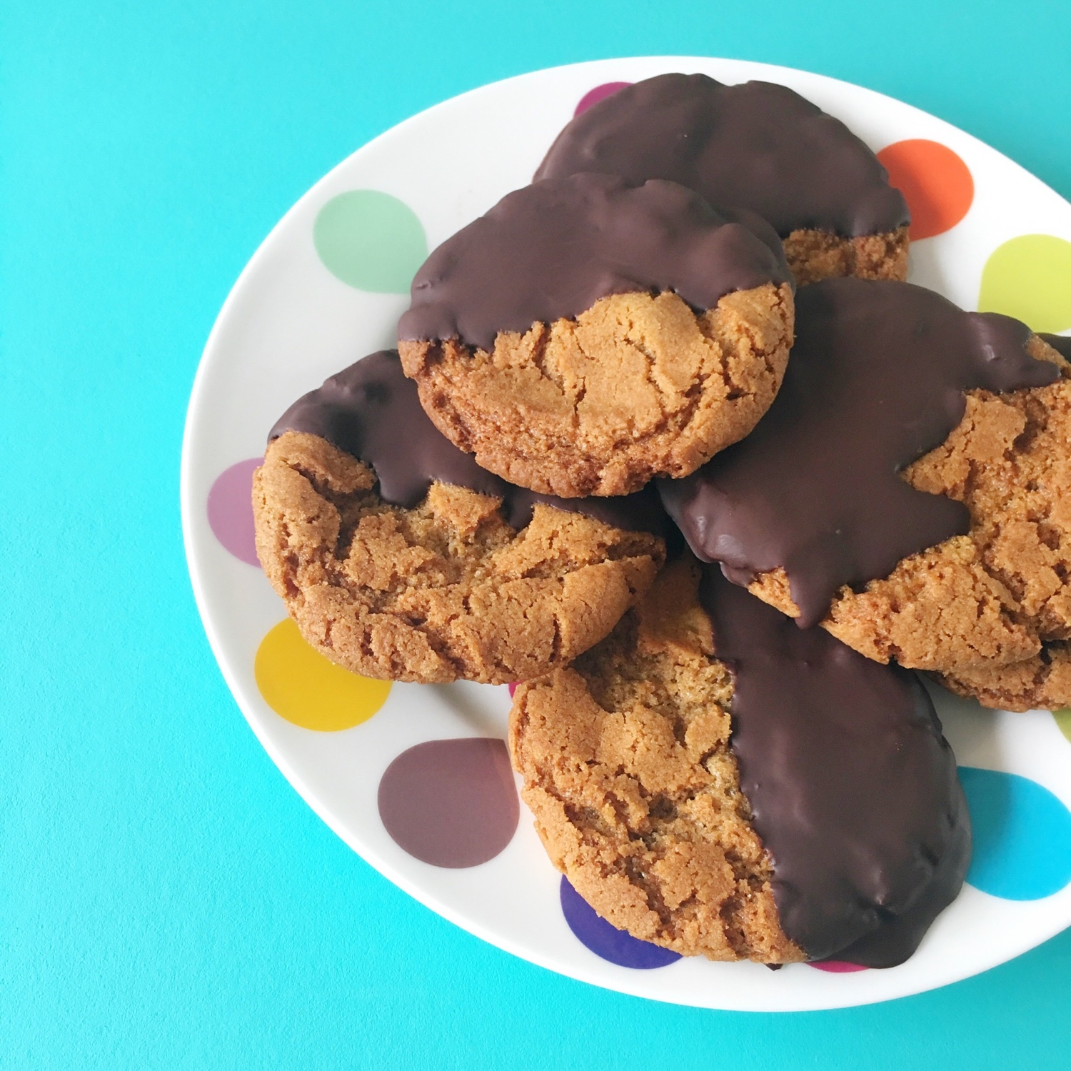 Chocolate dipped ginger spiced crunch biscuits | Hello! Hooray!