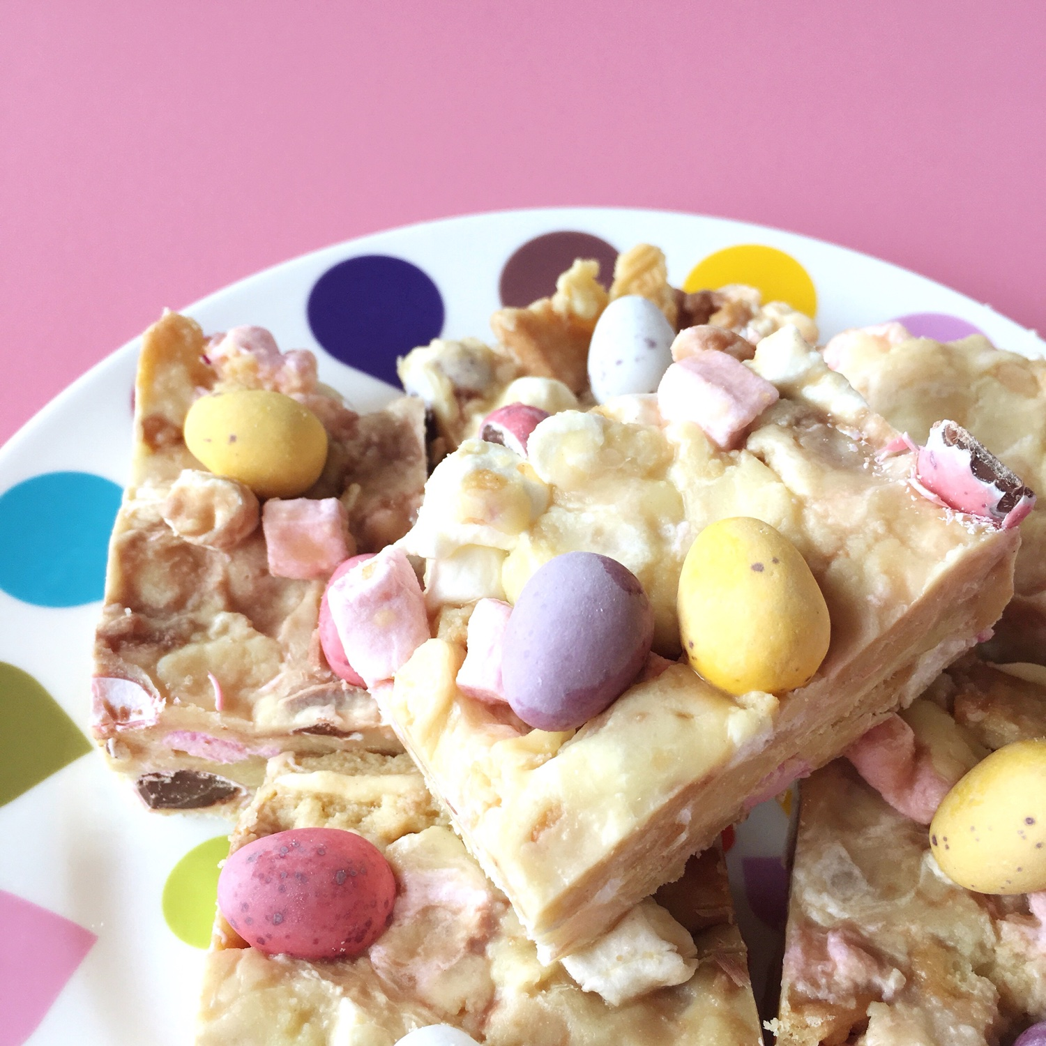 Blonde mini egg rocky road