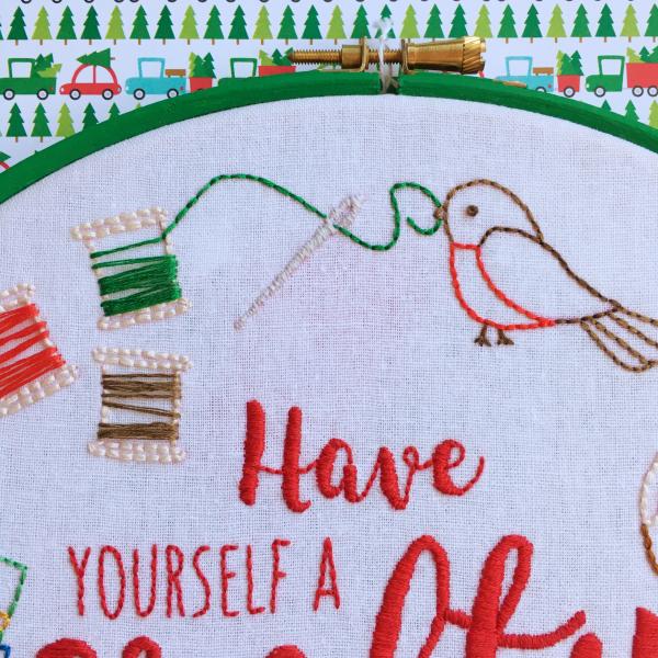 Have Yourself a Crafty Little Christmas hoop robin | Hello! Hooray!